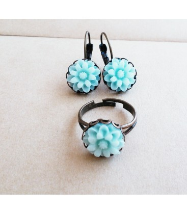 Conjunto de pendientes y anillo - Flores Verde Claro - Sortijas - Set de bisutería